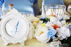 Аранжировка за маса с цветя