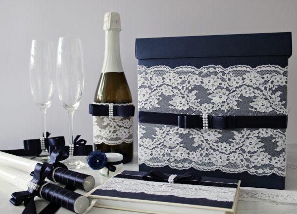 Комплект аксесоари Стил Цена - 109 лв. Комплекта включва - Кутия зя пожелания, книга за пожелания, украса за чаши, шампанско, ритуални свещи с украса