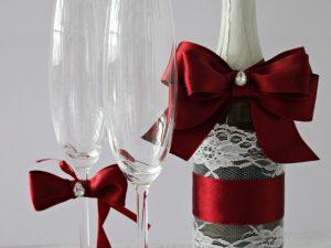 Украса за чаши и шампанско Айвъри - бордо Цена - 27.00 лв. Цената не включва чашите.