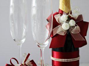 Украса за чаши и шампанско Букет Цена - 27.00 лв. Цената не включва чашите.