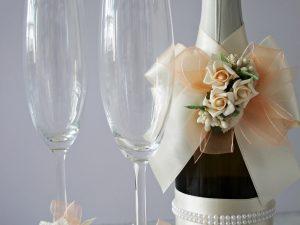 Украса за чаши и шампанско Дивна - праскова Цена - 27.00 лв. Цената не включва чашите.