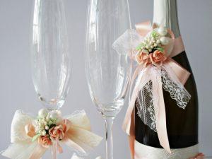 Украса за чаши и шампанско Нежност Цена - 28.00 лв. Цената не включва чашите.