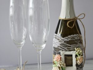 Украса за чаши и шампанско Рустик Цена - 28.00 лв. Цената не включва чашите.