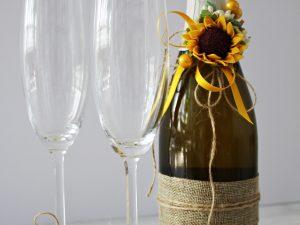 Украса за чаши и шампанско Слънчоглед Цена - 27.00 лв. Цената не включва чашите.