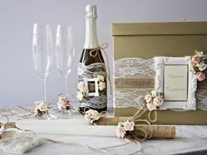Комплект аксесоари Рустик Цена - 91 лв. Комплекта включва - Кутия зя пожелания, украса за чаши, шампанско, ритуални свещи с украса.