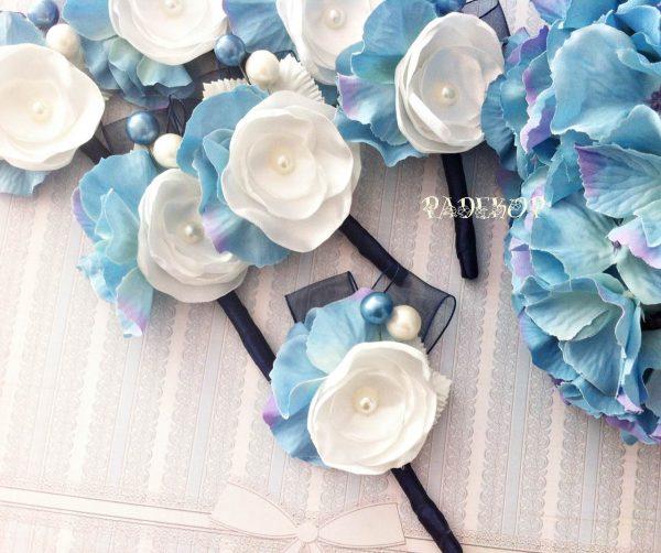 Бутониера Чар Бутониера за закичване на ревер Бутониерата е с ръчно изработено цвете, комбинация в синьо и бяло, за закичване на гостите на сватбата.