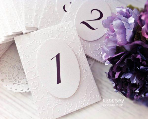 Номер за маса Елеганс. Изработен от луксозен перлен картон и декориран с релеф. Номерът е отпечатан на допълнителен елипсовиден елемент.