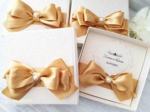 Покана Айвъри - злато. Луксозна сватбена покана с кутия за кумове и родители.