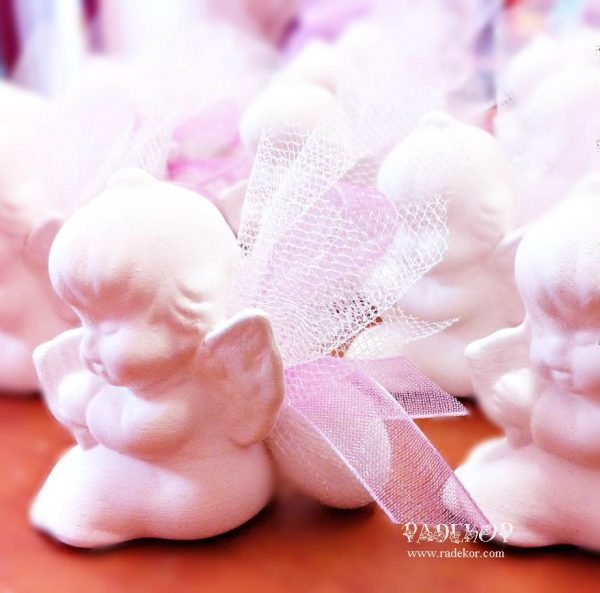 Подарък за гости - Ангел Подаръци за гости за кръщене - Ангелче. Декорирано с един захаросан бонбон, кристален тюл, панделка и малка нежна перла.