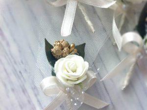 Бутониера Дивна – екрю Бутониера за закичване на ревер Ръчно изработена бутониера, за закичване на гостите на сватбата