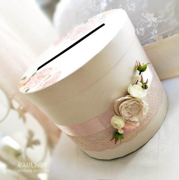 """Сватбена кутия за пари """"Блъш"""" Сватбена кутия за пари и пожелания, елегантно съчетание на на цвят шампанско и блъш."""