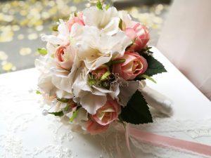 Булчински букет Рози и Хортензии