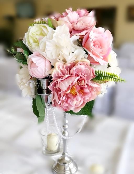 Украса за маса от рози и божури