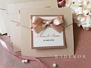 Покана Кармен -пепел от рози Ръчно изработена луксозна покана тип папка. Поканата е изработена от перлен картон в цвят пепел от рози .