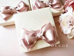 Сватбена покана Айвъри – пепел от рози. Покана с кутия. Покани за кумове и родители.